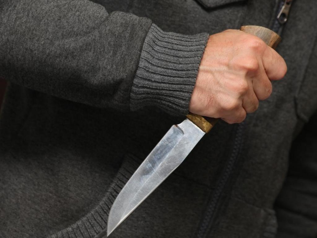 Любовь до гроба: мужчина набросился на жену с ножом. Новости Днепра