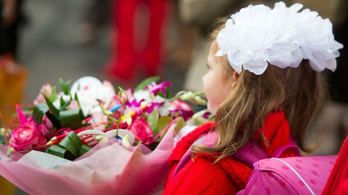 Детей призывают не дарить учителям букеты 1 сентября. Новости Днепра