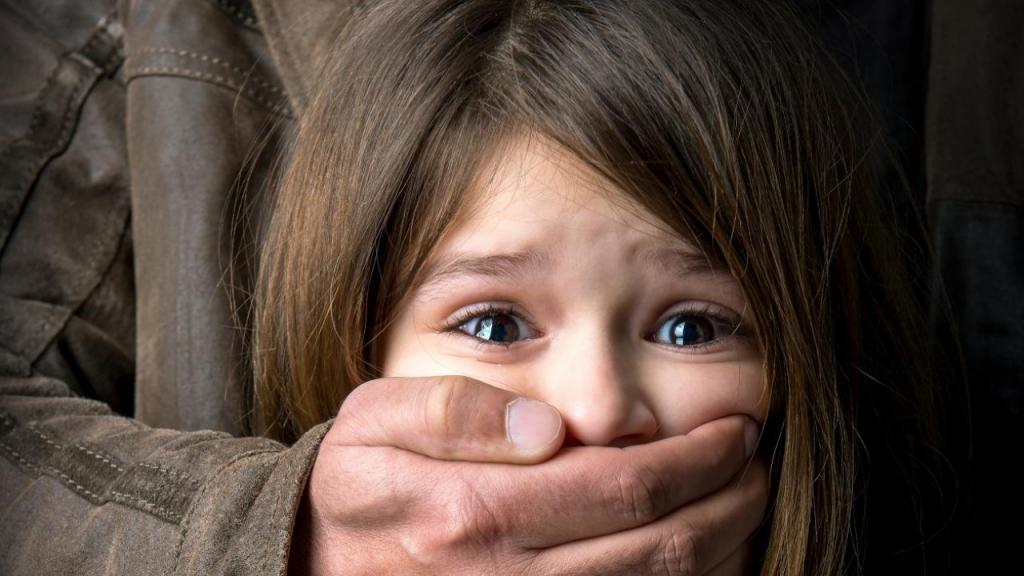 Все лицо в порезах: в Днепре жестокий педофил нападает на девочек. Новости Днепра
