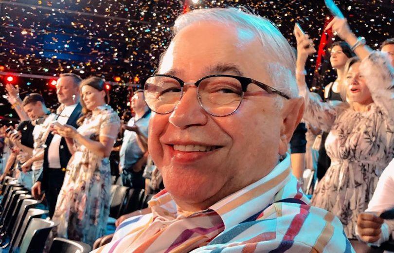 73-летний Евгений Петросян вышел в свет с молодой возлюбленной. Новости мира