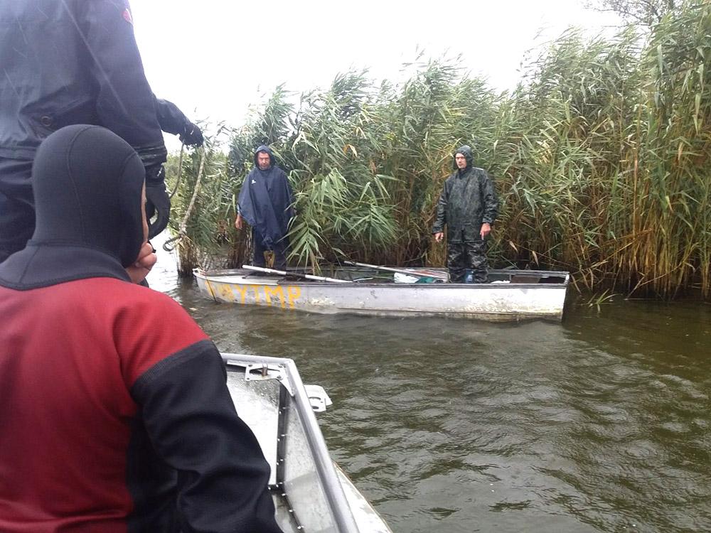 Ветер занес рыбаков далеко от берега: пришлось вызывать спасателей. Новости Днепра