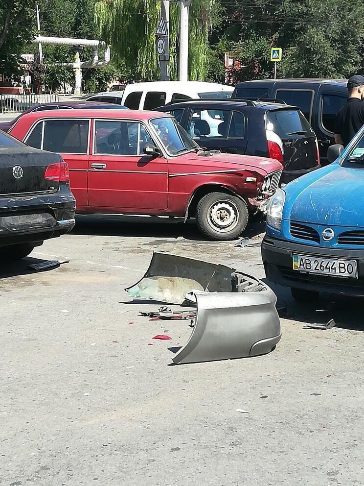 Новости Днепра про В Днепре преступники ограбили машину и разбили еще три во время бегства