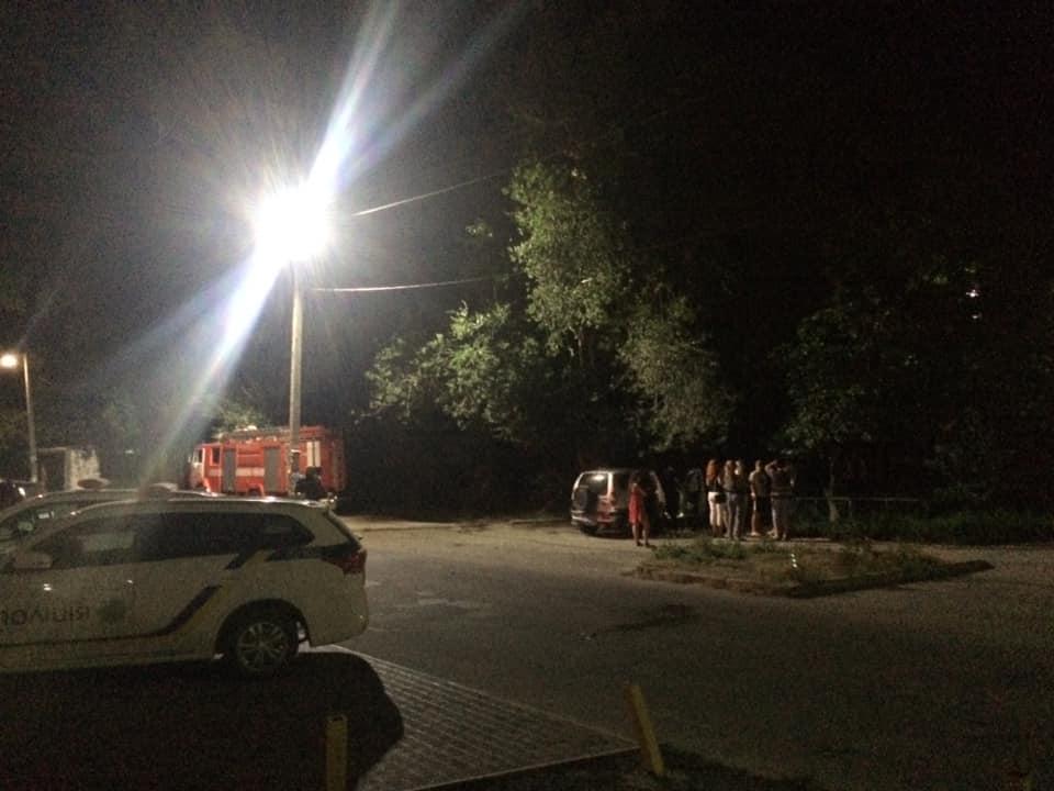 4 «патрульки», спасатели и «скорая»: днепрянин заливал соседей фекалиями и угрожал взорвать здание. Новости Днепра
