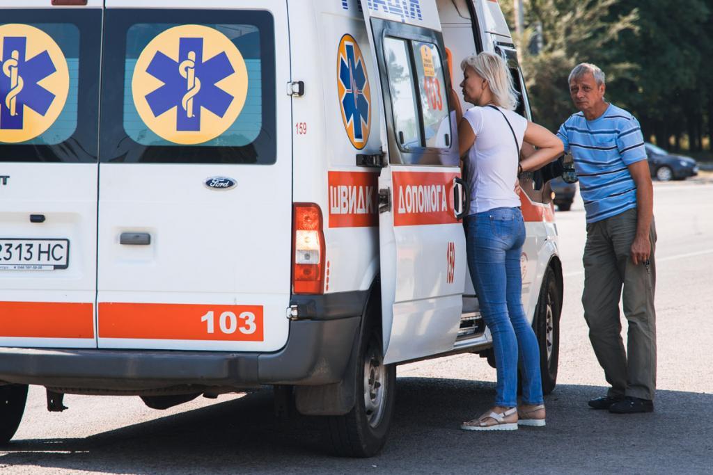 Водитель на мопеде сбил мужчину: пострадавшего госпитализировали. Новости Днепра