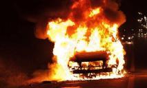 В Днепре сгорела машина, опубликовано видео