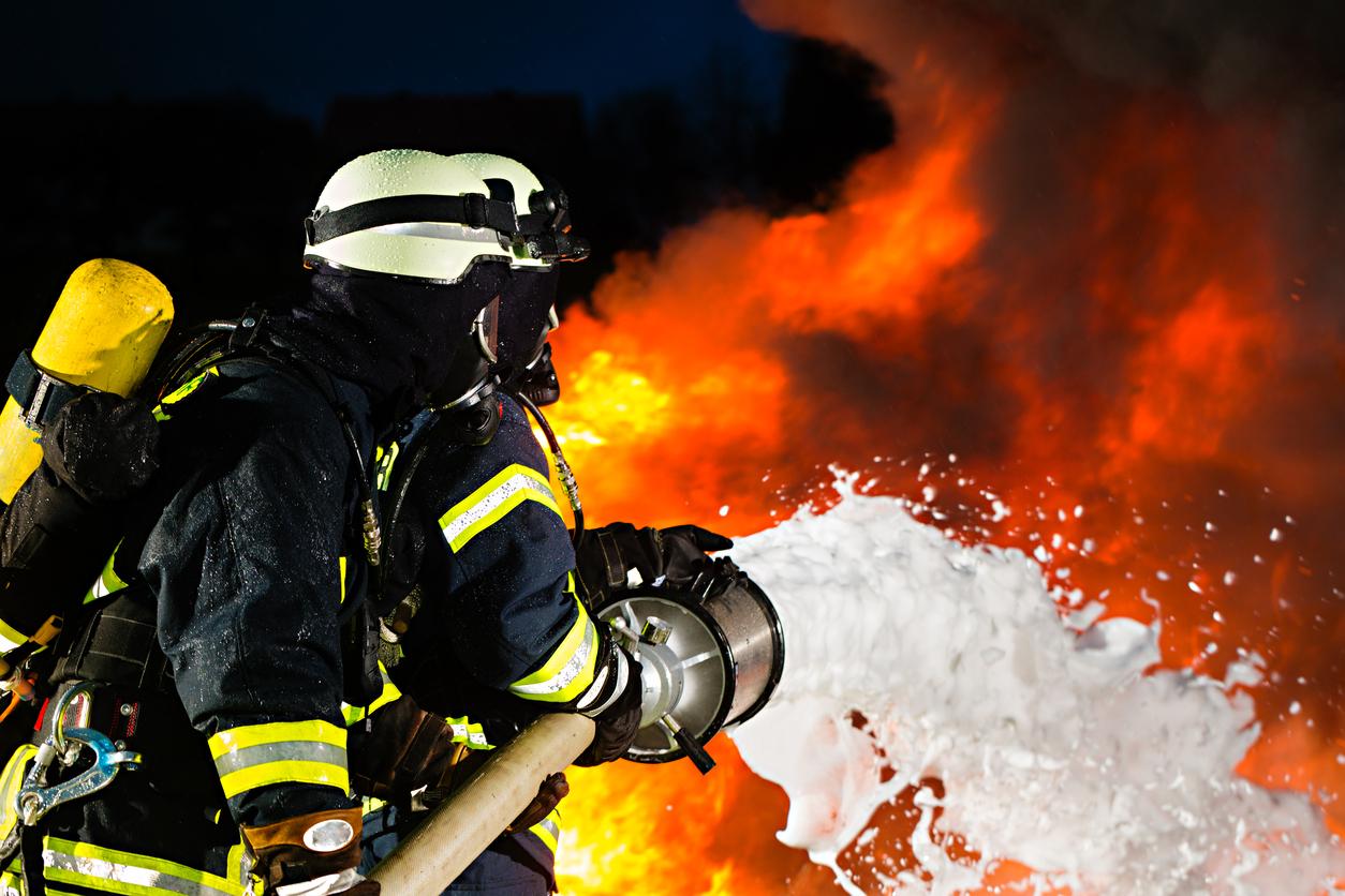Загорелся многоквартирный дом: 3 человека застряли в горящей квартире. Новости Днепра