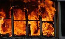 Пожар на Вокзальной: здание полностью охвачено огнем