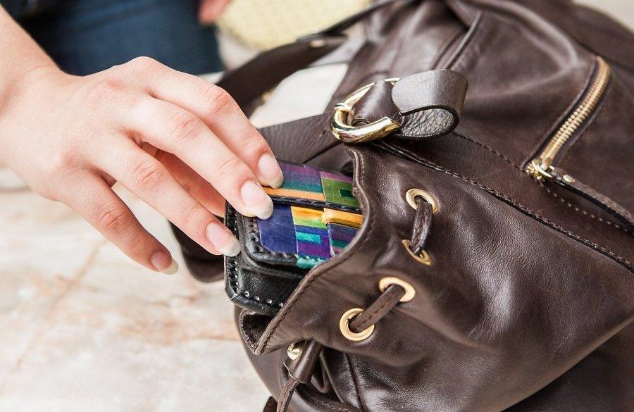 «Девушка, сигаретки не найдется?»: новая схема воровства в Днепре. Новости Днепра
