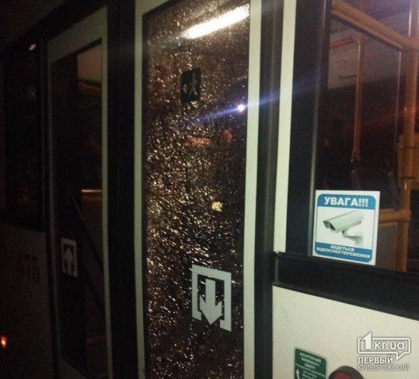 Вооруженные люди обстреляли заполненный пассажирами троллейбус. Новости Днепра