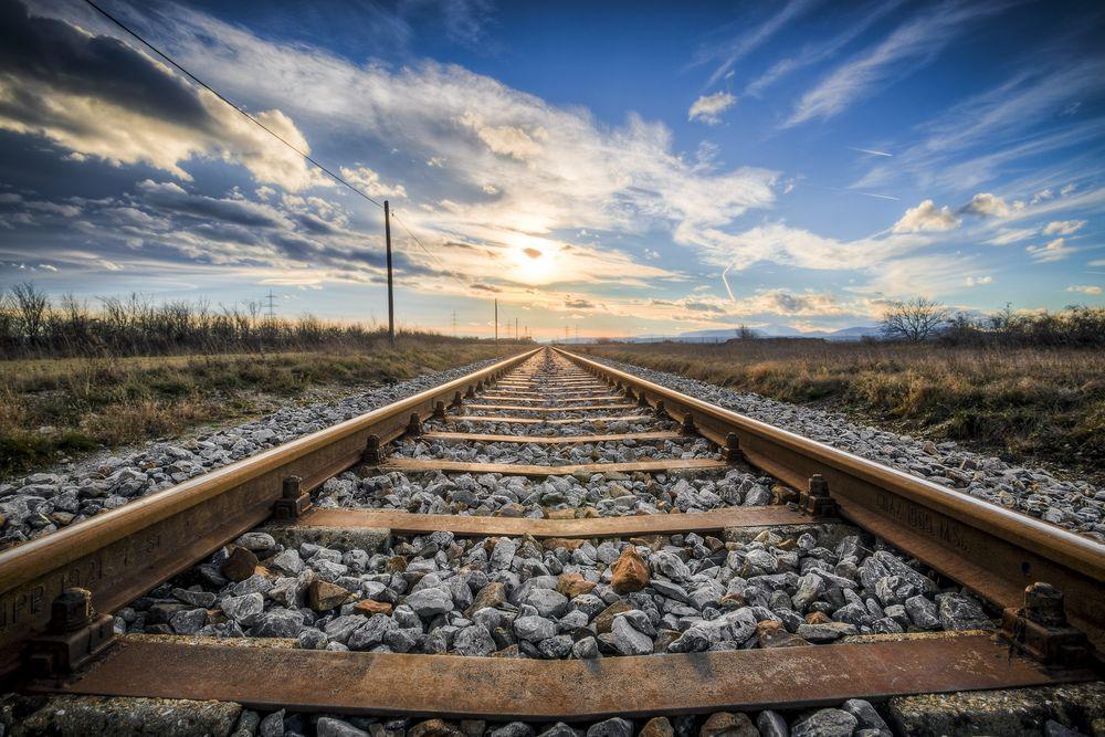 Криворожский поезд сбил 20-летнюю девушку: подробности. Новости Днепра