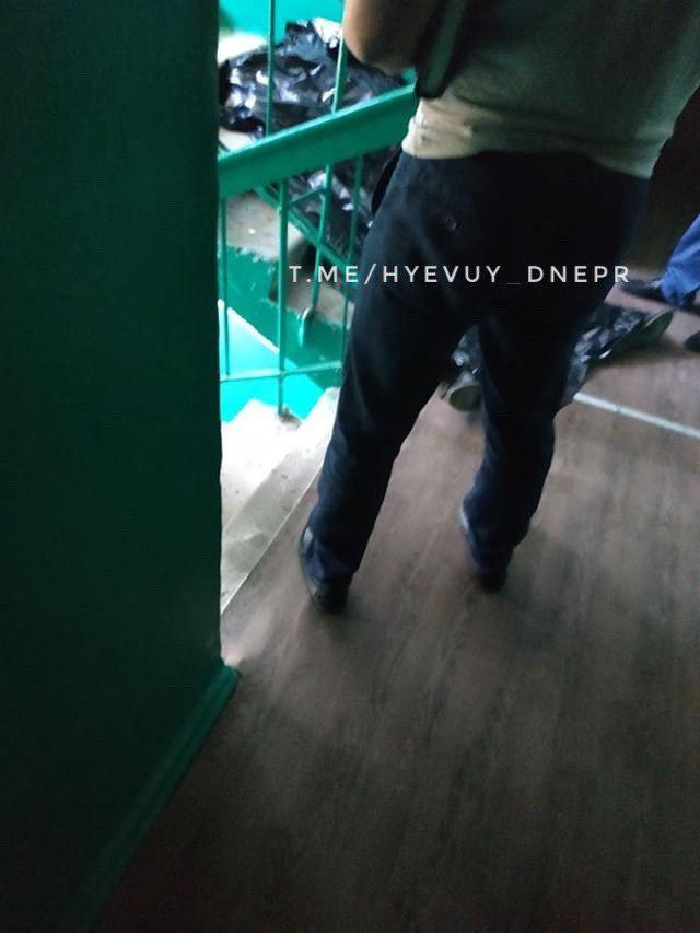 В Днепре прямо на лестничной площадке нашли труп. Новости Днепра
