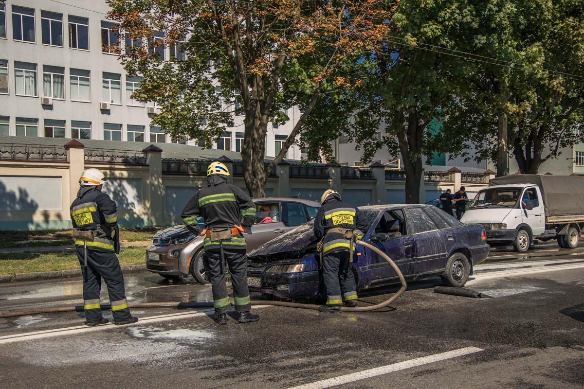 В Днепре горящая машина «ездила» по проезжей части. Новости Днепра