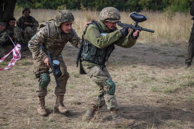В области военные проходят обучение с оружием для пейнтбола. Новости Днепра