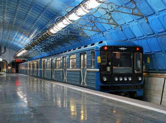 Прокатился с удобствами: днепрянин повесил в метро гамак для личного комфорта. Новости Днепра