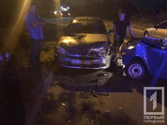 Два автомобиля столкнулись лоб в лоб: есть пострадавший. Новости Днепра