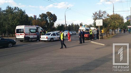 Столкнулись два автомобиля: в результате ДТП пострадали люди. Новости Днепра