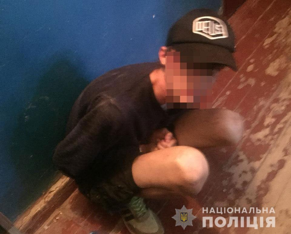 Угрожая ножом, заставил открыть квартиру: подробности нападения на женщину. Новости Украины