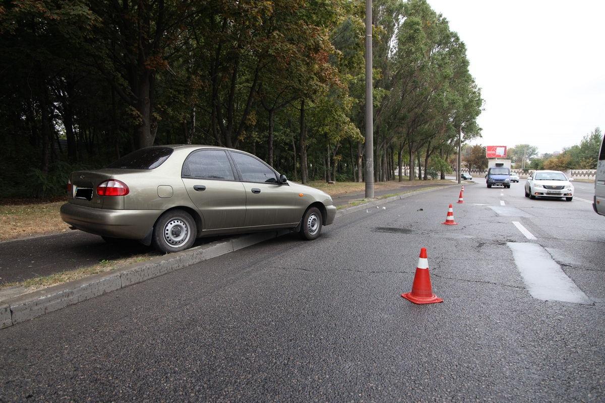 Занесло в столб и отбросило на тротуар: в Днепре легковушка попала в ДТП. Новости Днепра