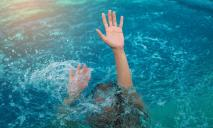 «Ушибы и глубокие царапины»: супруги из Диевки героически спасли тонущую в море семью
