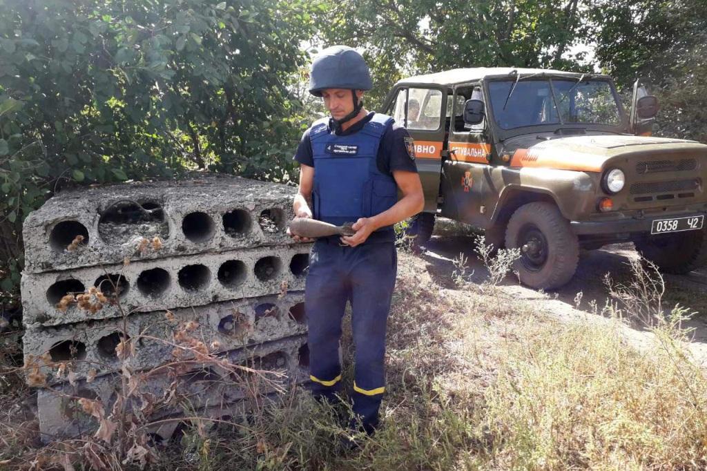 Под Днепром местные жители нашли взрывоопасное устаревшее оружие. Новости Днепра