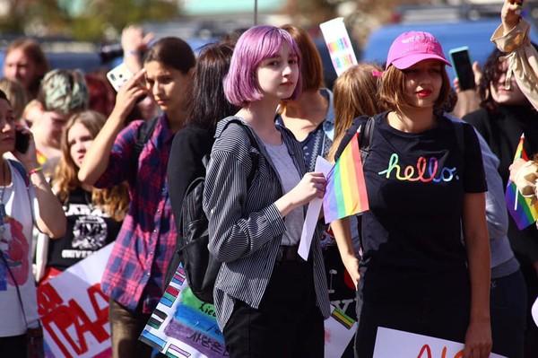 Избивали толпой и взрывали петарды: как в Харькове прошел гей-прайд. Новости Днепра