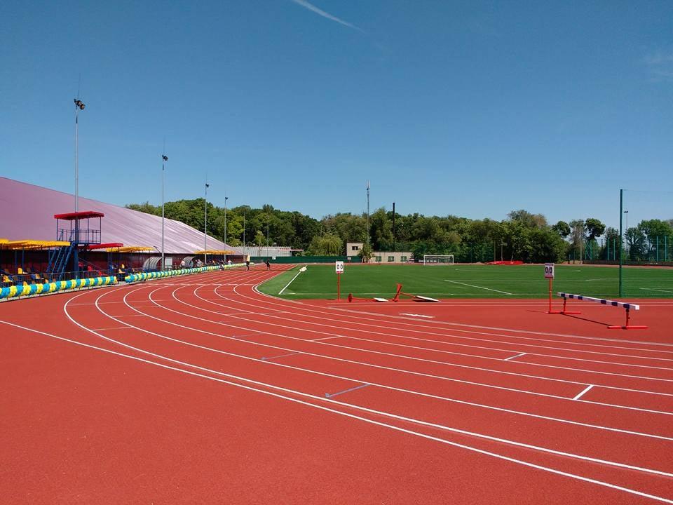 «Пора утренних пробежек» :стадион «Олимпийские резервы» стал доступен для всех. Новости Днепра
