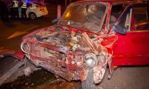 Серьезное ДТП в Днепре: авто выбросило на тротуар