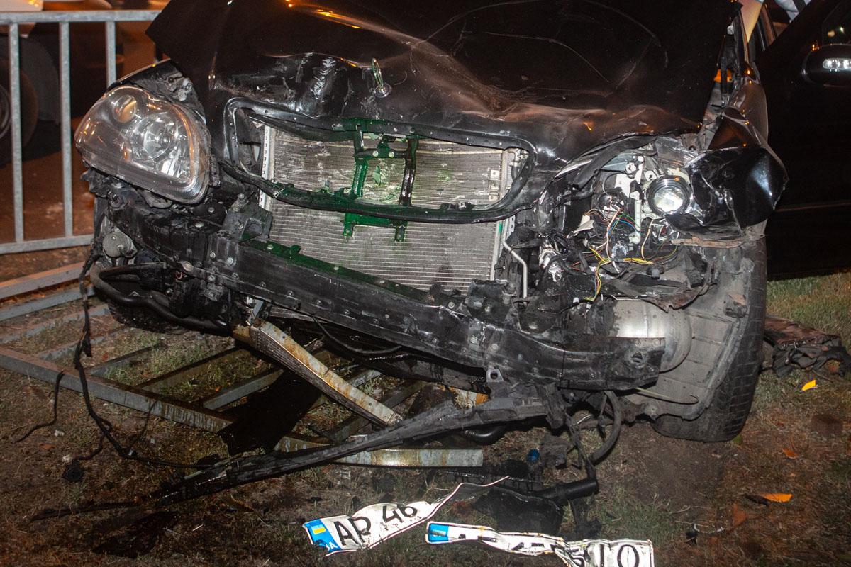 В Днепре авто от удара снесло забор. Новости Днепра