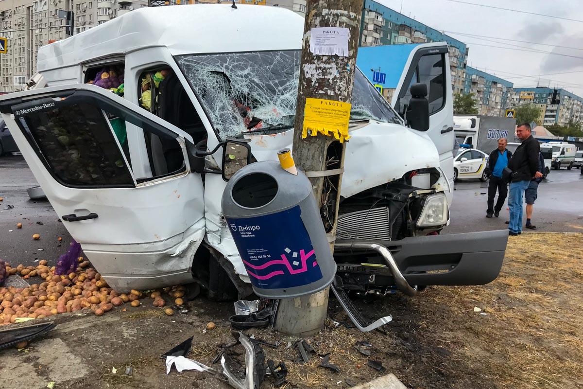 Серьезное ДТП в Днепре: 2 пострадавших. Новости Днепра