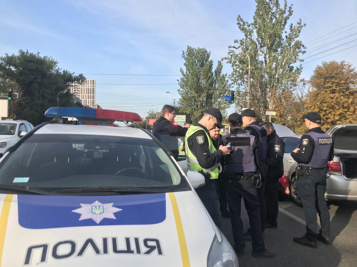 Много полиции, крики и люди «лицом в пол»: масштабное задержание на перекрытой Набережной. Новости Днепра