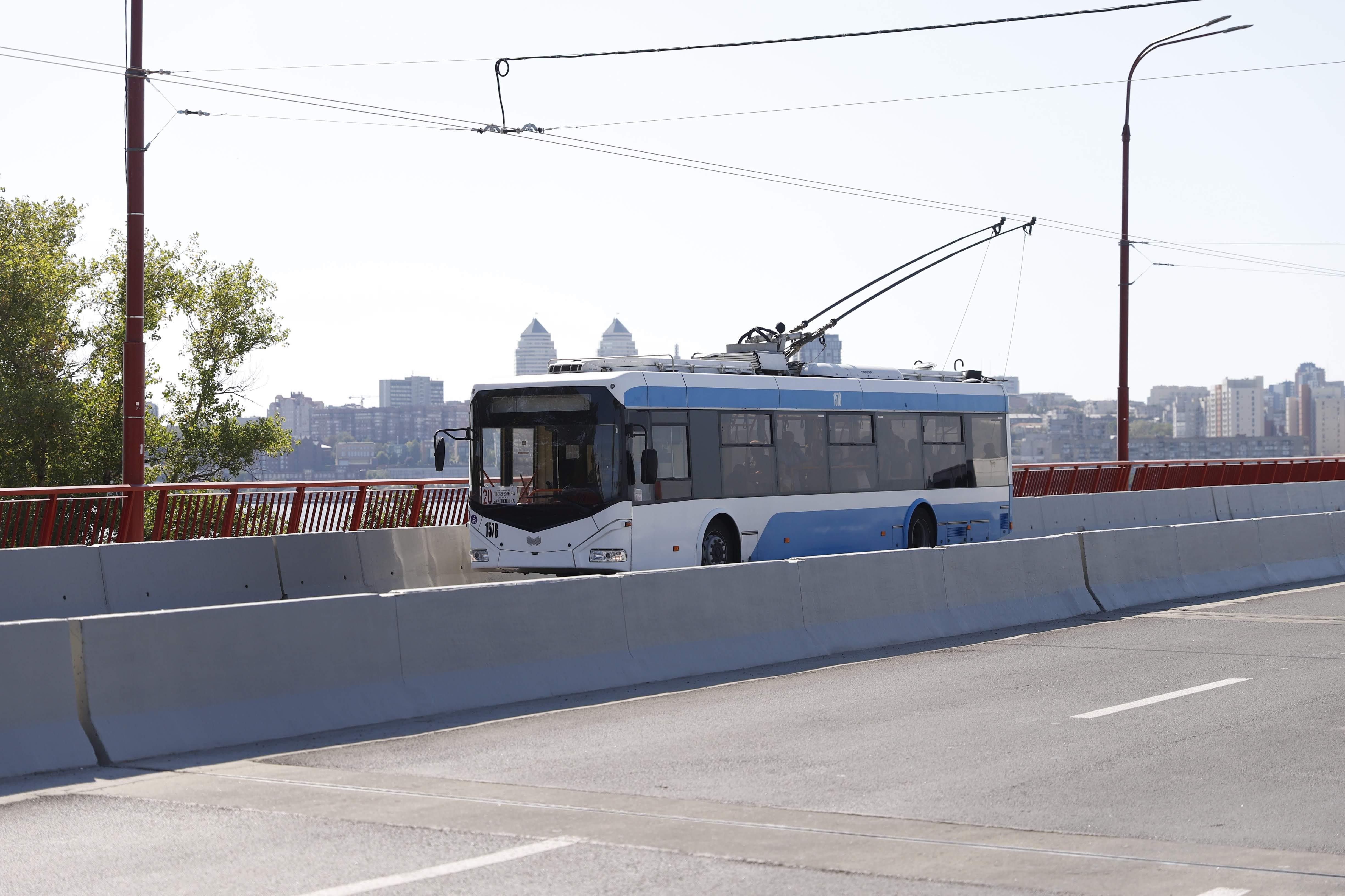 «Новый» мост и новый троллейбус: днепрян на День города ждет подарок. Новости Днепра