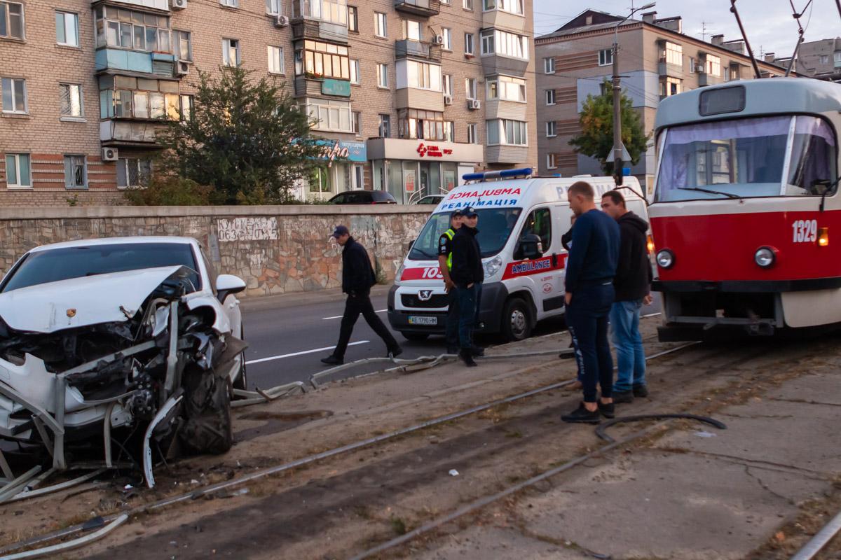 Внедорожник вылетел на трамвайные пути. Новости Днепра