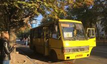 ДТП в Днепре: столкнулись легковушка и маршрутное такси