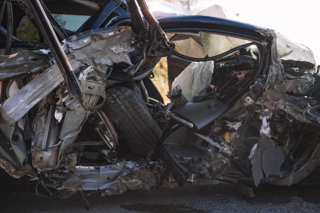 ДТП возле моста в Днепре: автомобиль влетел в столб. Новости Днепра