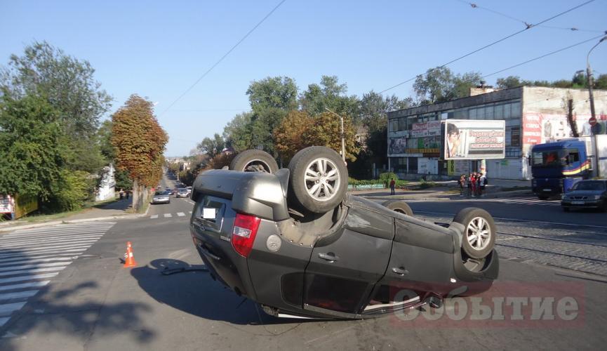 В результате аварии перевернулся автомобиль. Новости Днепра