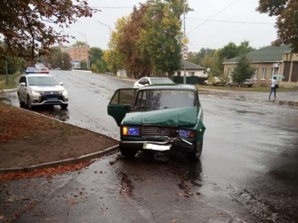 Мужчина совершил ДТП и сбежал, оставив в разбитой машине двух несовершеннолетних детей. Новости Украины