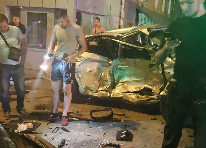 В Днепре из-за ДТП перевернулось авто. Новости Днепра
