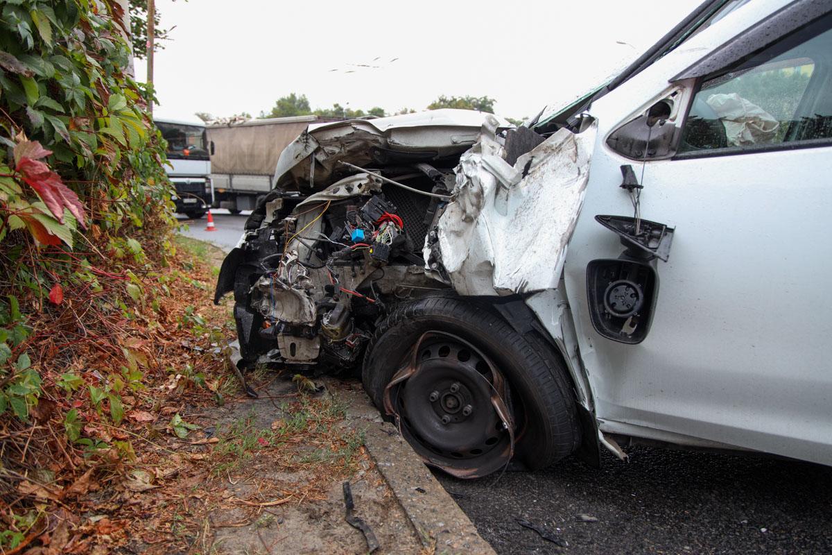 В Днепре авто влетело в грузовик: пострадал мужчина. Новости Днепра