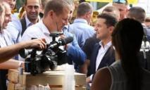 «Дайте отдохнуть большим начальникам»: Филатов попросил журналистов не совать объектив в его стакан