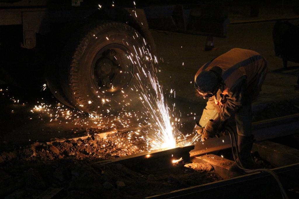 «Рельсы уже отслужили срок»: в Днепре капитально ремонтируют трамвайные пути. Новости Днепра