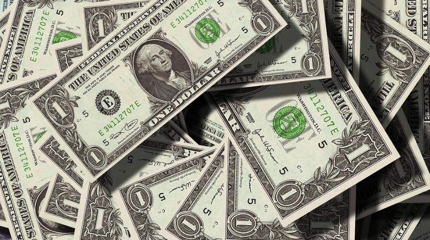 Доллар упал ниже психологической отметки. Новости Украины