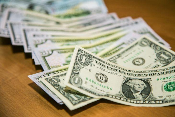 Доллар дорожает: гривна сделала шаг назад. Новости Украины