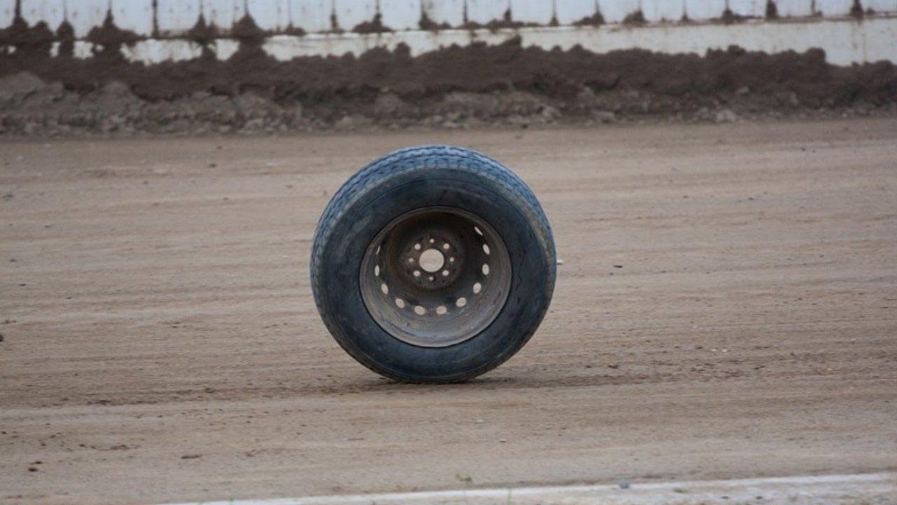Не выдержала нагрузки: маршрутка с пассажирами потеряла колесо посреди дороги. Новости Днепра