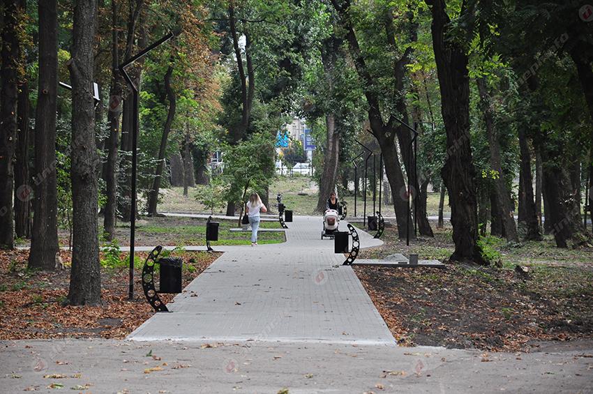 Вандалы разбили урны в парке Гагарина. Новости Днепра