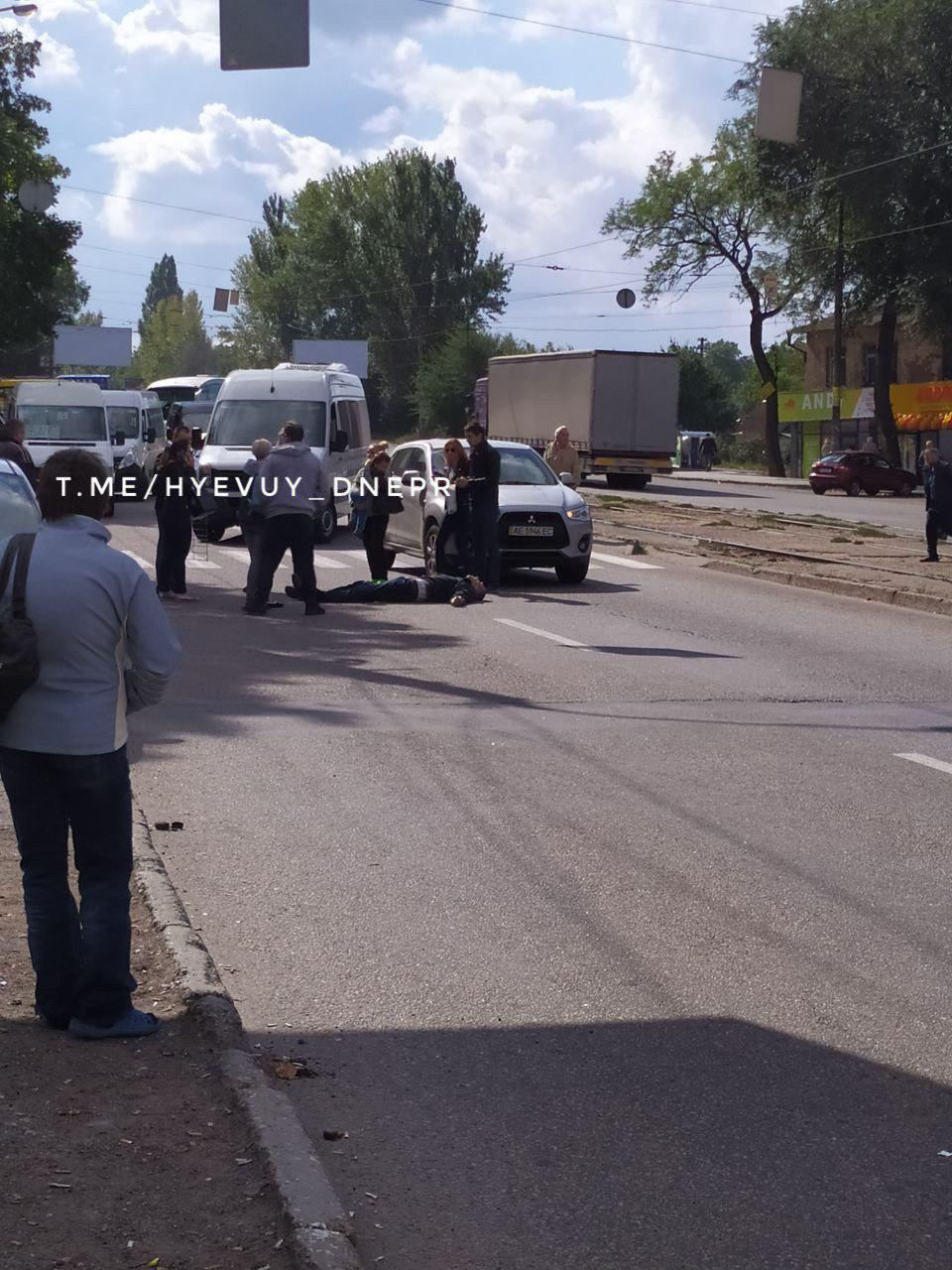 В Днепре на пешеходном переходе сбили мужчину с ребенком. Новости Днепра