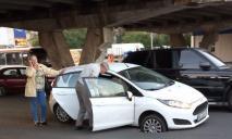 Водители, будьте аккуратнее: в Днепре люк открыт прямо посреди дороги