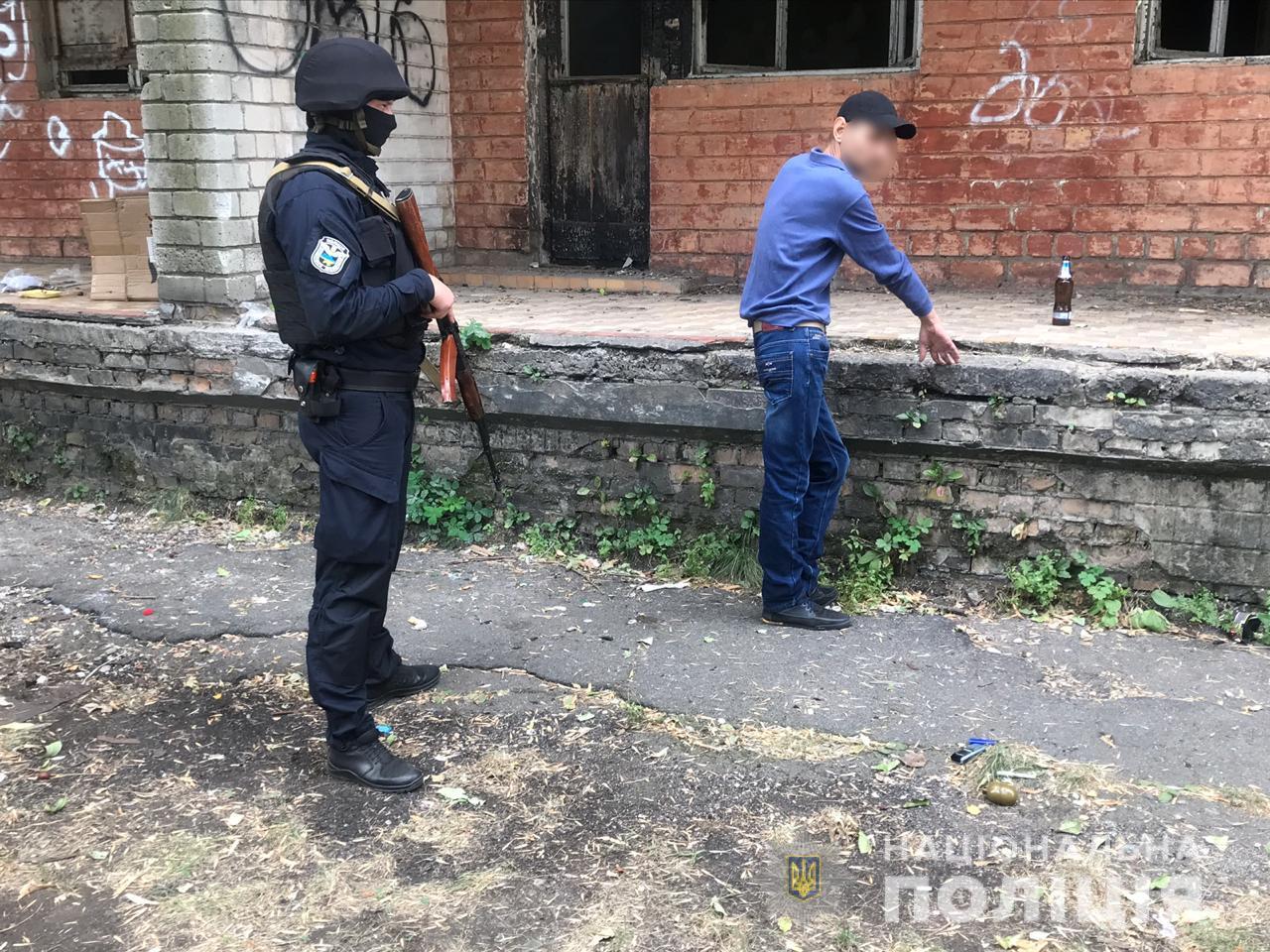 Выпивал пиво с гранатой в кармане: подробности погони полиции за мужчиной. Новости Днепра
