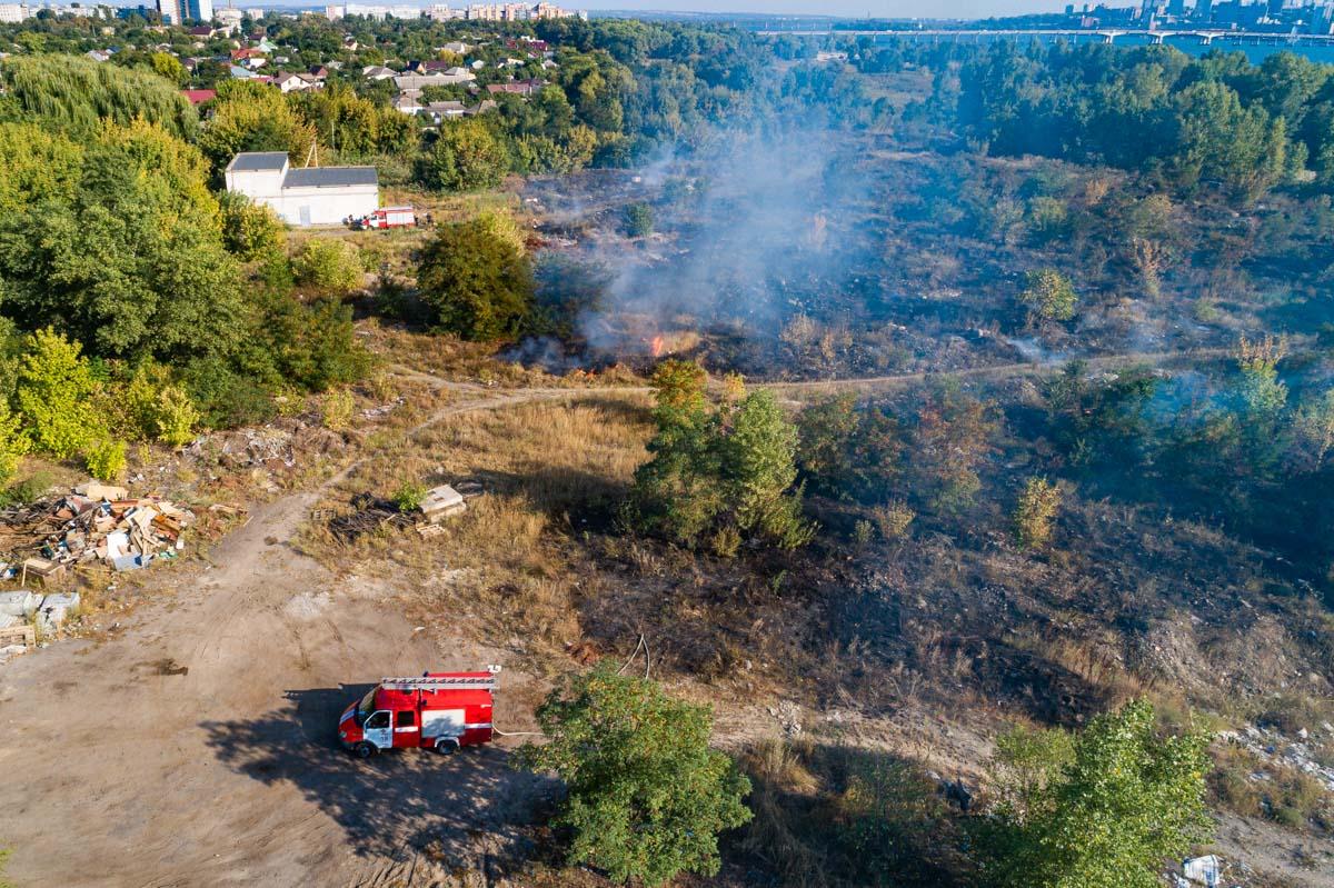 В Днепре пожар на 200 квадратных метров и едкий запах дыма, опасный для людей: подробности. Новости Днепра