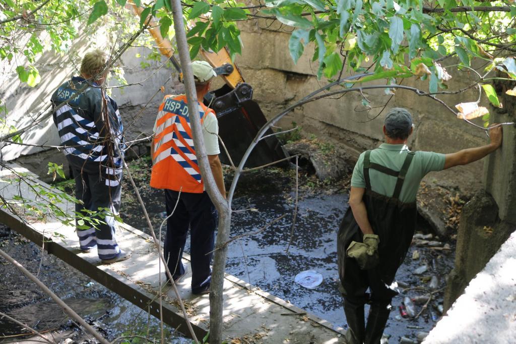 В Днепре коммунальщики вытащили из реки 30 тонн мусора. Новости Днепра