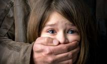 Вывез в лес родную дочь: отец отомстил матери ребенка за их разрыв